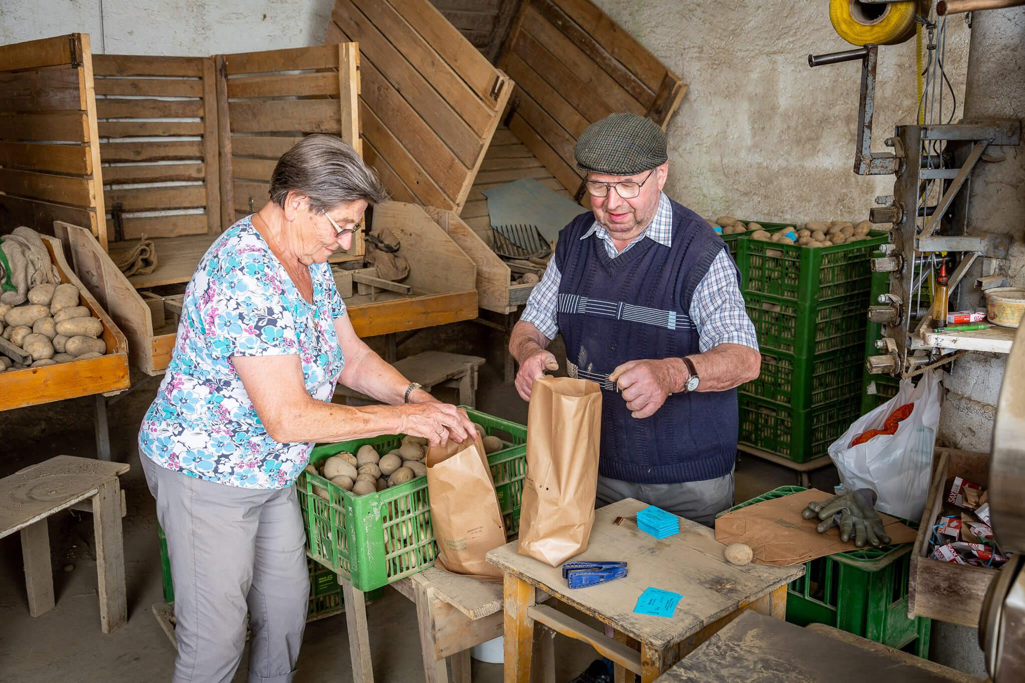 Lackner Hofkellerei Walding Erdaepfel Kartoffel Heurige Verpackung Famililenbetrieb